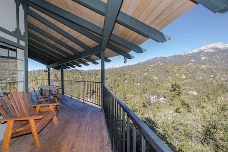 Big Rock Chalet with Yoga Studio and amazing views