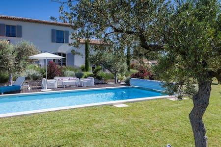 Maison et piscine dans le luberon  - Ansouis