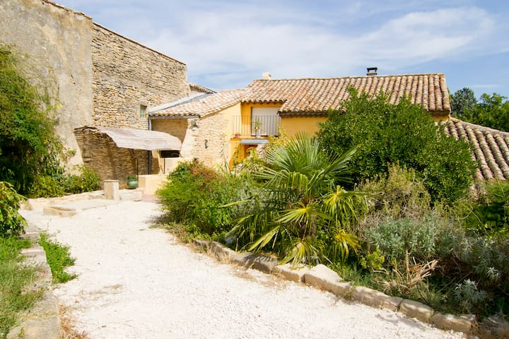 Charming B&B -Pont du Gard and Provence  !