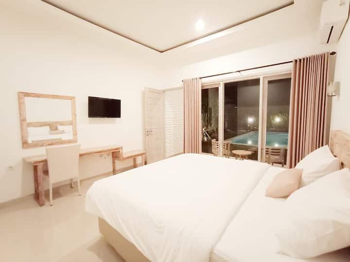 Private-clean room in prime location of Berawa