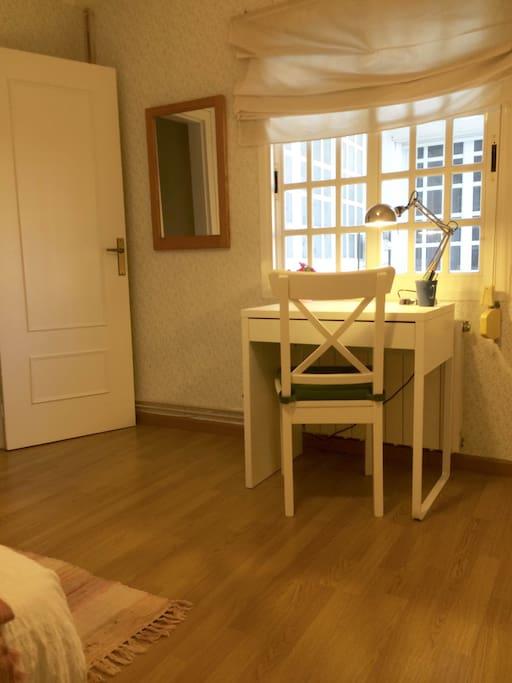 Dormitorio individual independiente
