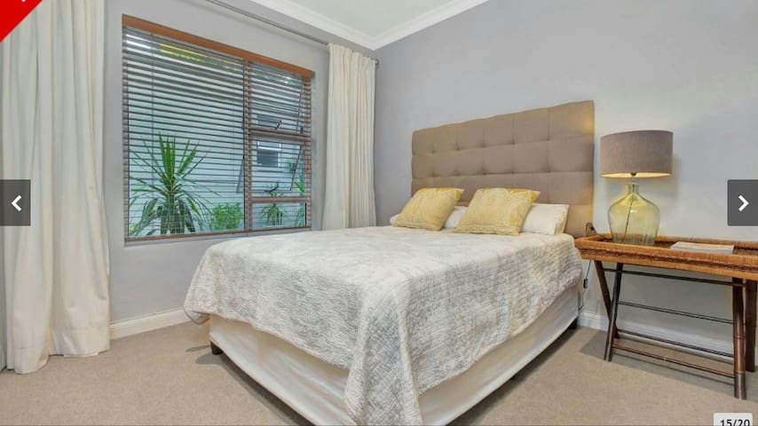Beautiful, Secure & Private 1 Bedroom Cottage - Sandton - House