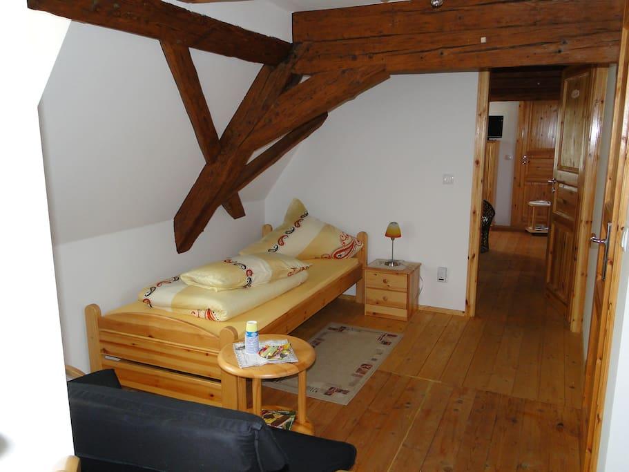 Natur in den Zimmern, fühlen Sie sich wohl, alte Holzbalken noch im Original 1840