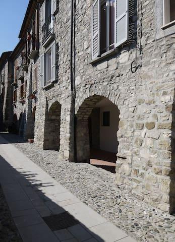 Bobbio appartamento per 2/3 persone - Bobbio - Apartment