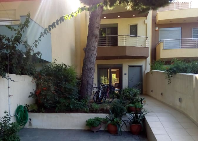 Near the beach, sunny and spacious! Whole house - Nea Makri - บ้าน