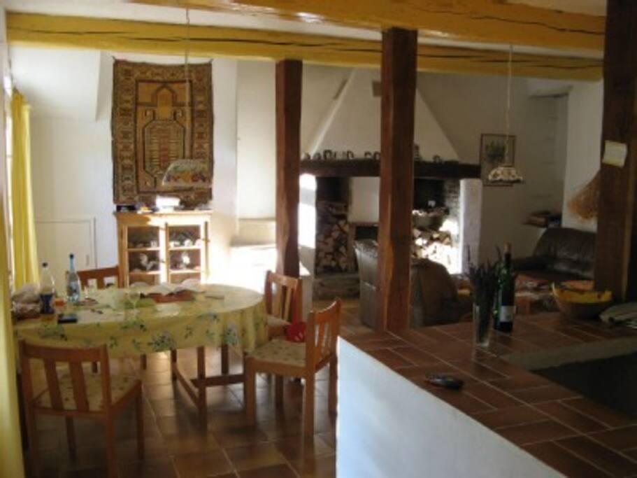 Wohn/-Esszimmer