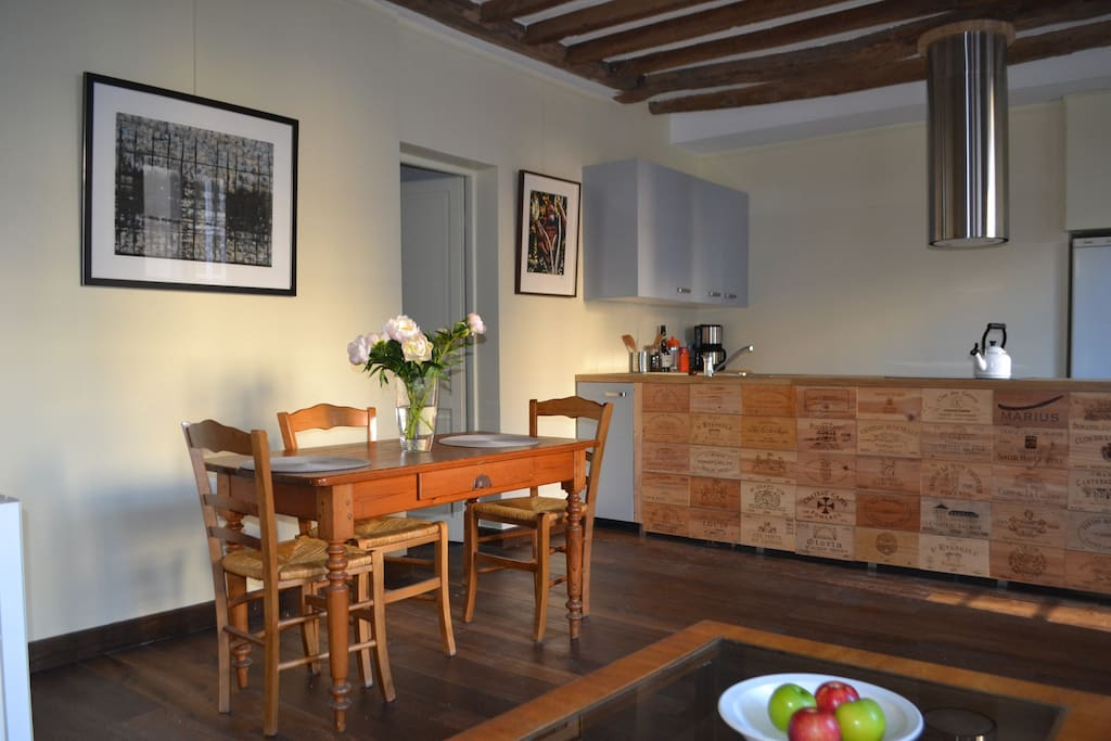 Dining area and fully-equipped kitchen