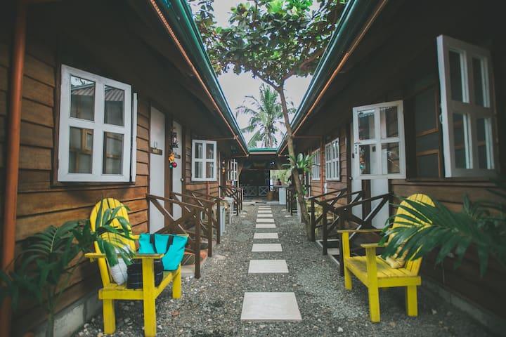 d'Backpackers' Barn Hostel Near Alona Beach