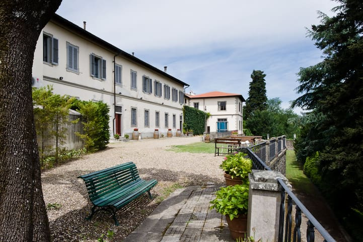 Matilde, Apt. in Tuscan Villa with Park and Pool