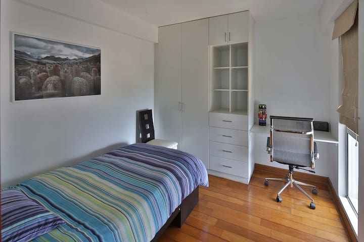 Bedroom on the rear (simple bed)