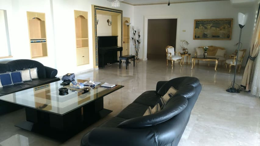 Mtayleb wide luxury apartment with open view