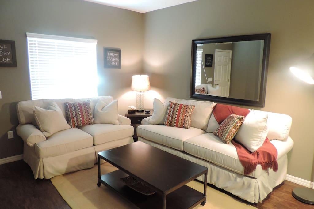 Sala aconchegante e confortável