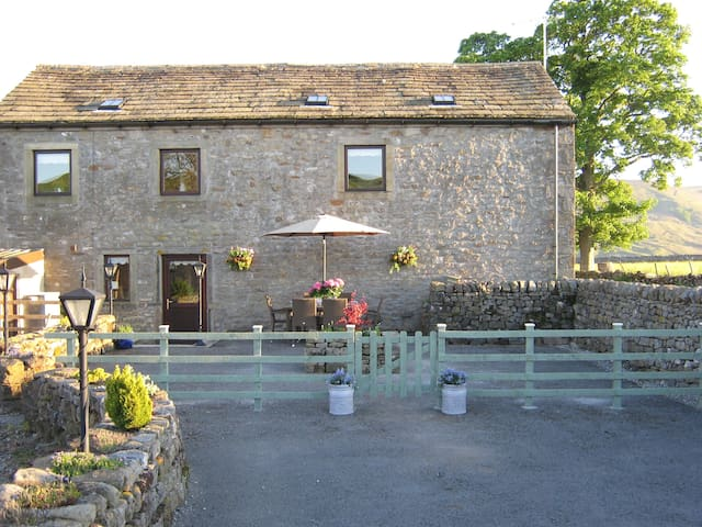 Spacious Converted Barn 3 En-suites - Burnsall - Hus