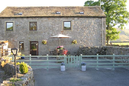 Spacious Converted Barn 3 En-suites - Burnsall