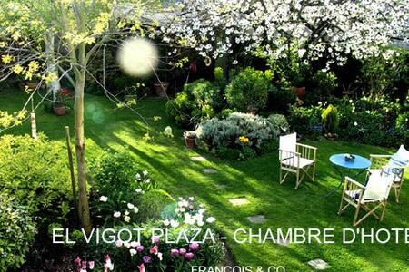 B&B Escale en ville  superbe jardin - Caen - Bed & Breakfast