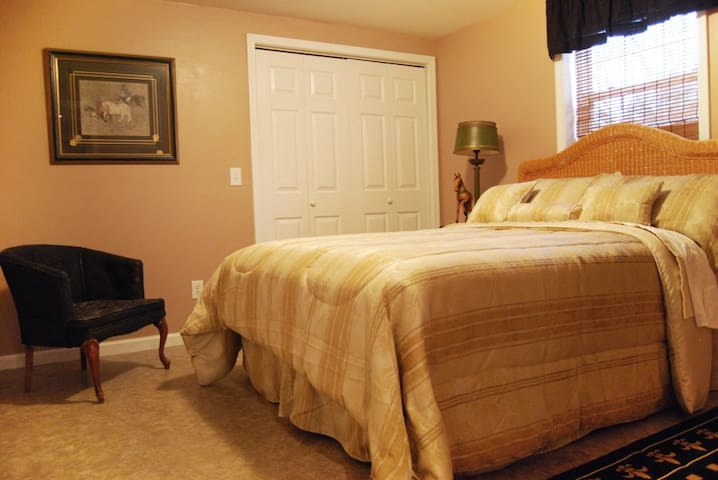 3 Bedrooms, sleeps 8 comfortably  - Forest City