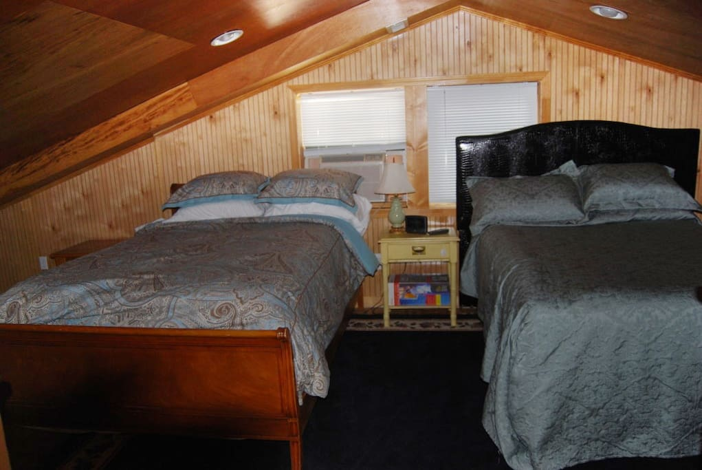 Queen & Full beds in loft with private kitchenette. Shares bath with downstairs bedroom.
