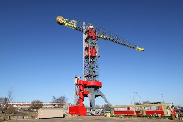 Private 50m high crane with 3 design suites and...