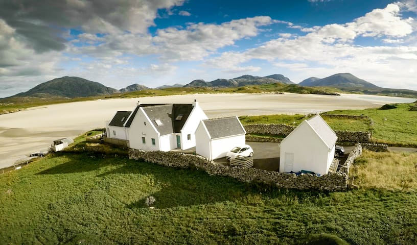 Beach Cottage Apartment, Stunning Views, Hebrides