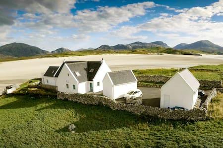 Beach Cottage Apartment, Stunning Views, Hebrides