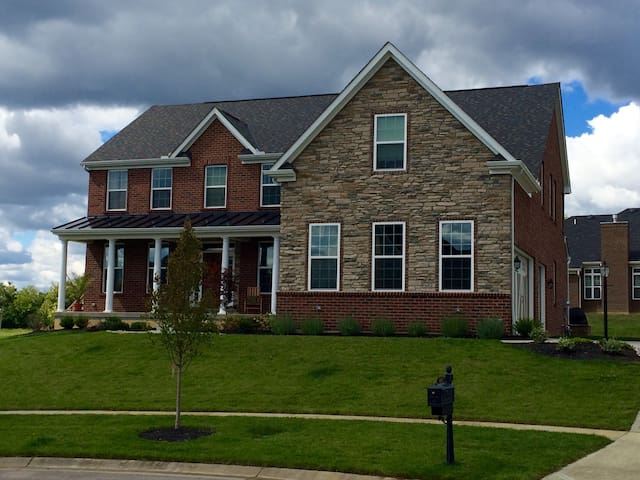 Large luxury home within 2 miles of Kings Island - Kings Mills - House