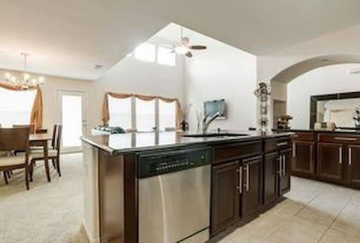 Comfy 3b w/your own bathroom. Great location too! - Frisco - Townhouse