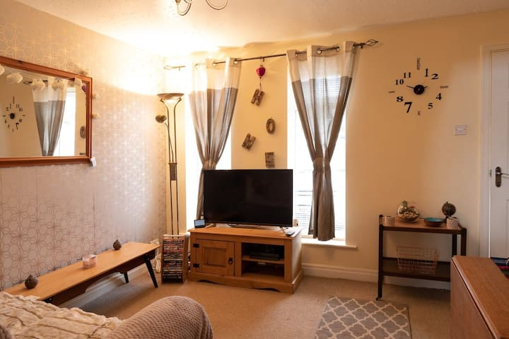 Cosy house close to York racecourse and bus routes