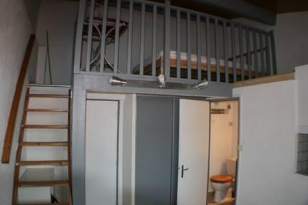 studio avec chambre en mezzanine