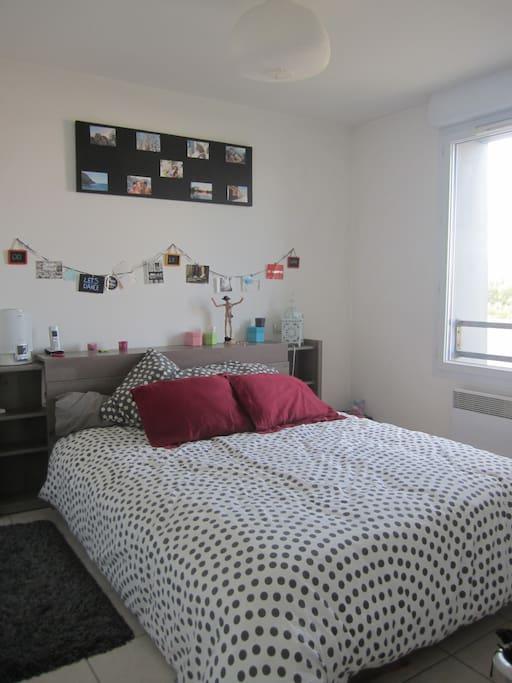 Chambre lit 2personnes avec placard