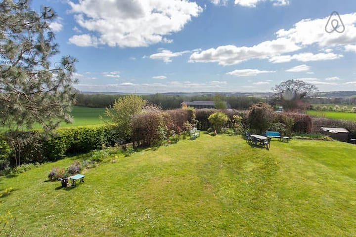 Rural cosy retreat with great views - Ludlow