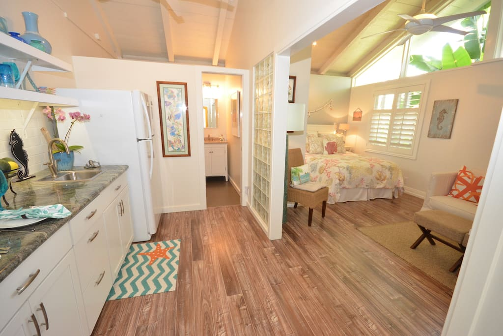 Brand new Large Studio- great light-comfy bed- is actually larger than what the photos show. Tropical hideaway in Hawaii's best town- Kailua.