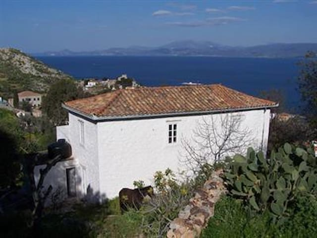 Traditional cottage with sea views - Nisi - Casa
