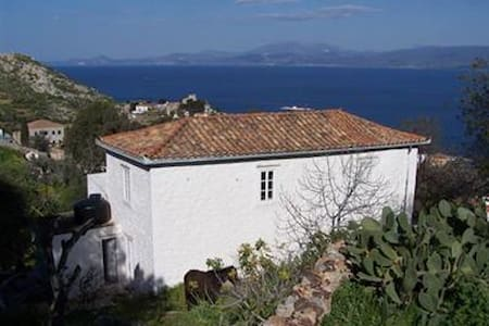 Traditional cottage with sea views - Nisi - Дом