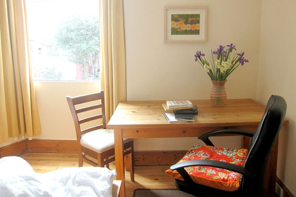 guestroom - window to garden, table and chairs