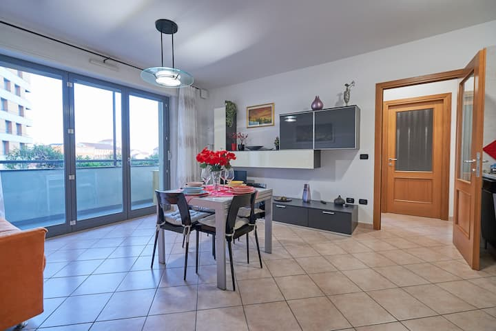 """Modern Flat near the city centre and the stadium"""