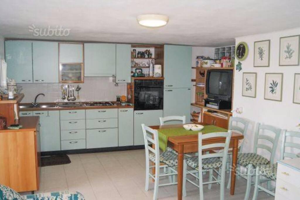 La Cucina  , soggiorno Pranzo .