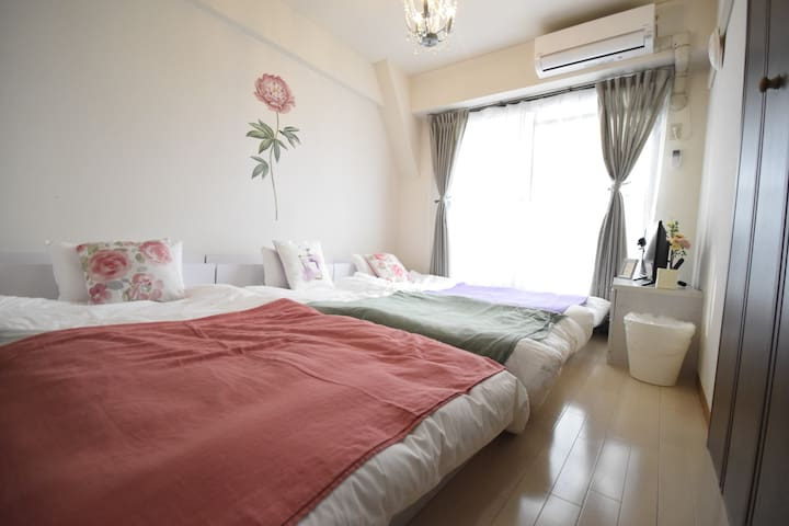 现在没有双人床和沙发床,只有3张单人床。There are no double bed and sofa bed now.There are 3 single beds now.현재 더블 침대와 소파 침대는 없습니다. 싱글 침대 3 개 있습니다.現在ダブルベッドとソファベッドはありません。シングルベッド3台があります。