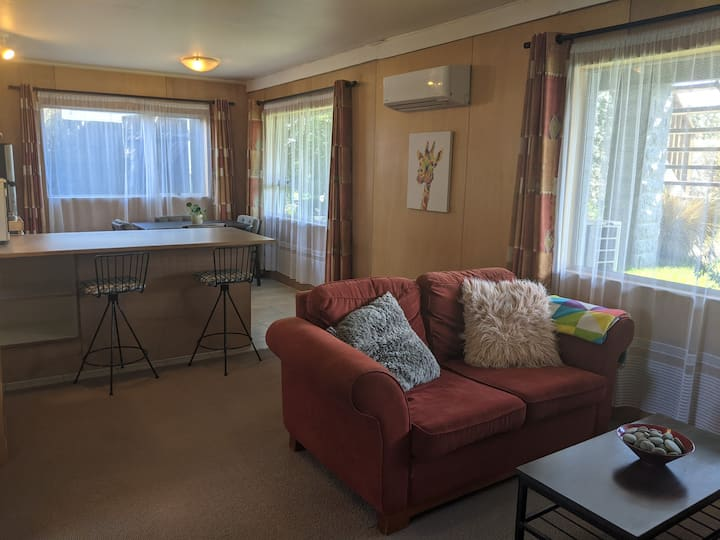 Comfortable and private flat- 5min drive to Wanaka