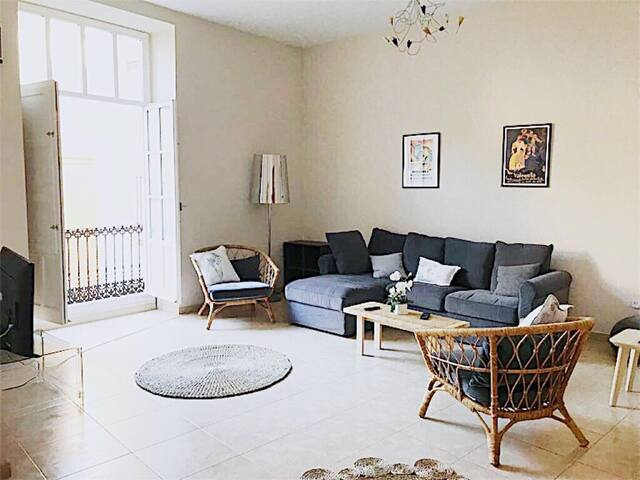 Bright and spacious flat in old town Valencia