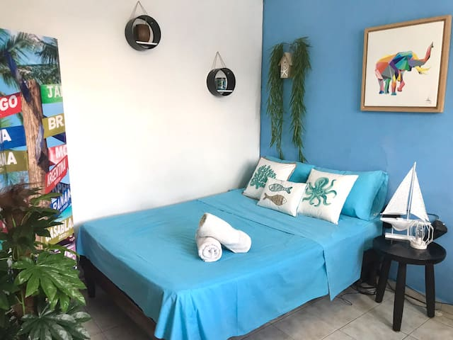 .~*PRIVATE Studio Downtown - WIFI/A/C/parking*~.