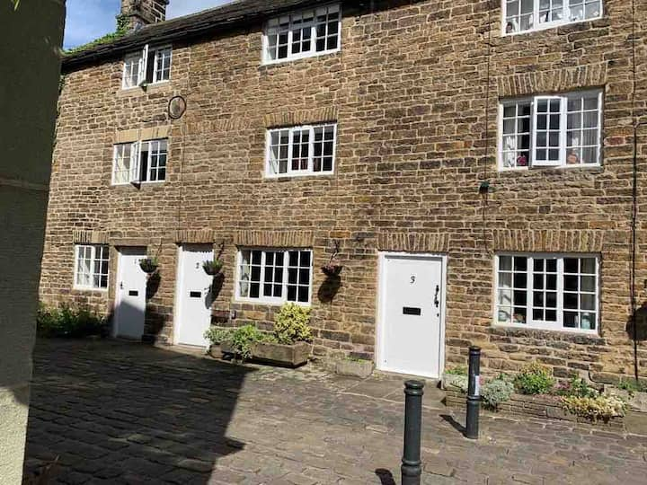 Cosy 2 Bed Cottage in Hathersage, Peak District.