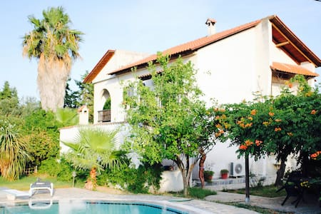 wonderful villa (pool and near sea) - Athina