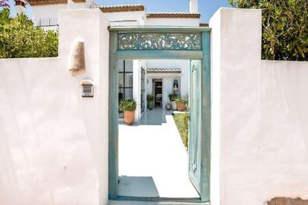 Maison Aqua - Mediterranean Charm - House