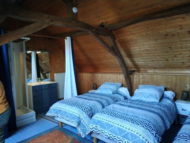 Chambre chalet 3 lits simples avec sdb privée