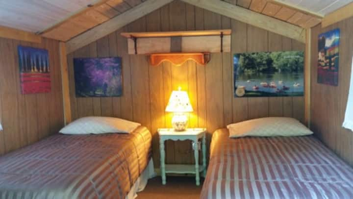 Glamping - Tiny Cabin with Trailside Comfort