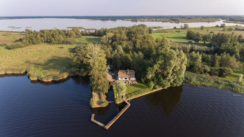Het huisje aan het water