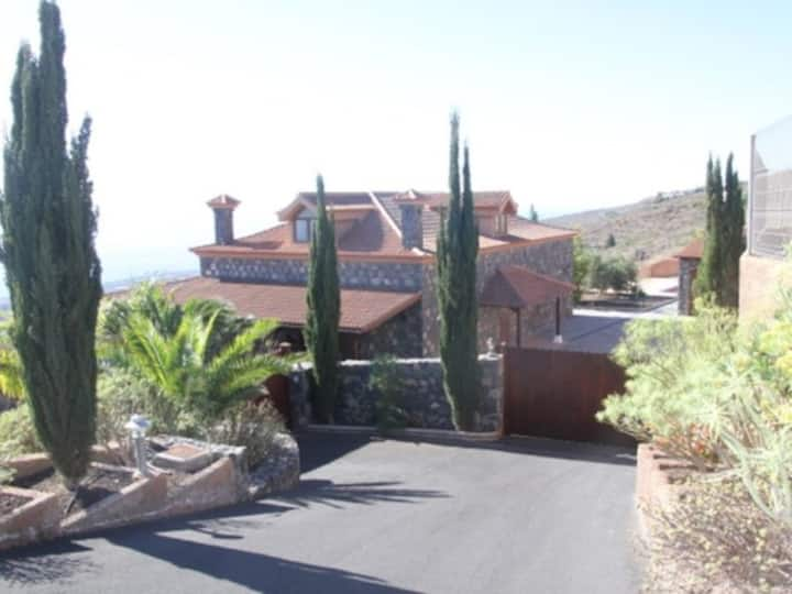 Beautiful Country Villa With Private Pool And Car Included.