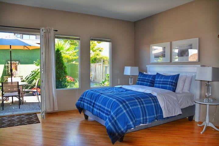 Queen size bed with private entrance off of courtyard