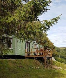 Clwydian Caravan - Llangwyfan - Blockhütte