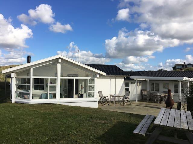 Charmerende sommerhus tæt på klitter og strand - Hjørring - House